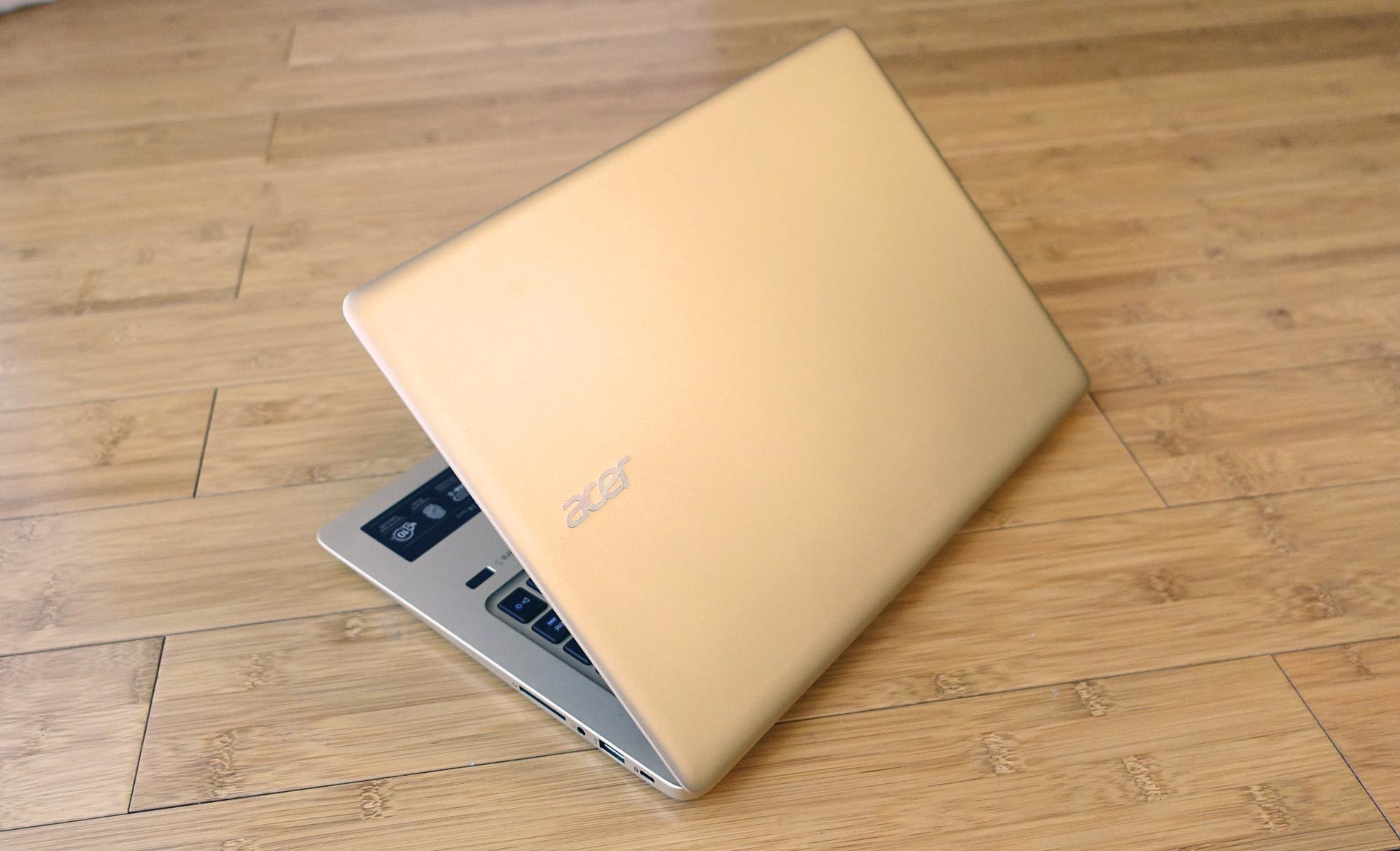 Acer Swift 3 Review A Surprisingly Good 14 Inch Ultraportable With Computer Geek Circuit Board Neon Yellow Notebook It Doesnt Cause Any Significant Bleeding On The Panel And You Can Even Press Without Warping At All Aluminum Is Used For Entire Outer Case