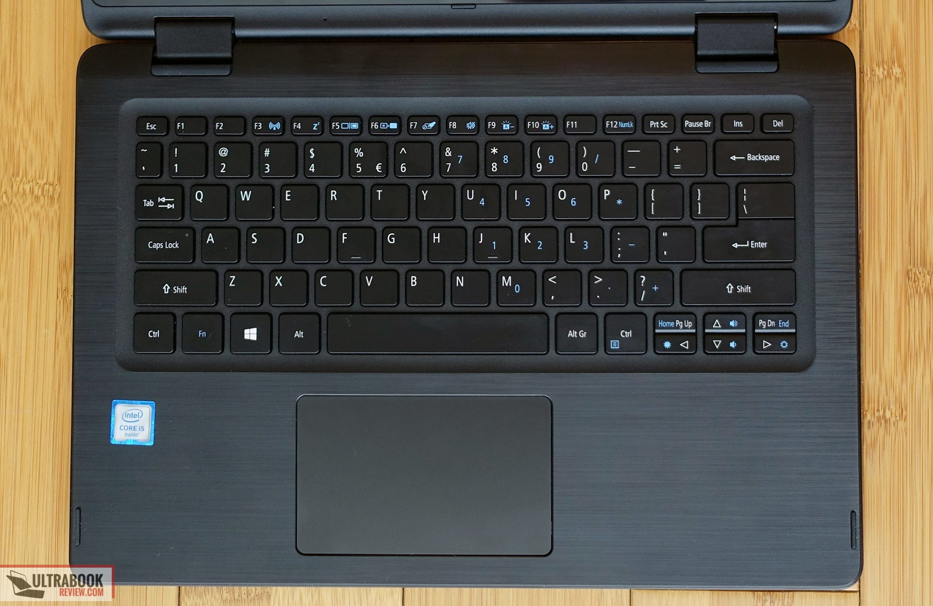 Notebook samsung brasil - The Keyboard Is Also Backlit And You Can Choose Between Two Intensity Levels However Both Are Dim And Barely Able To Light Up The Keys On The Other Hand