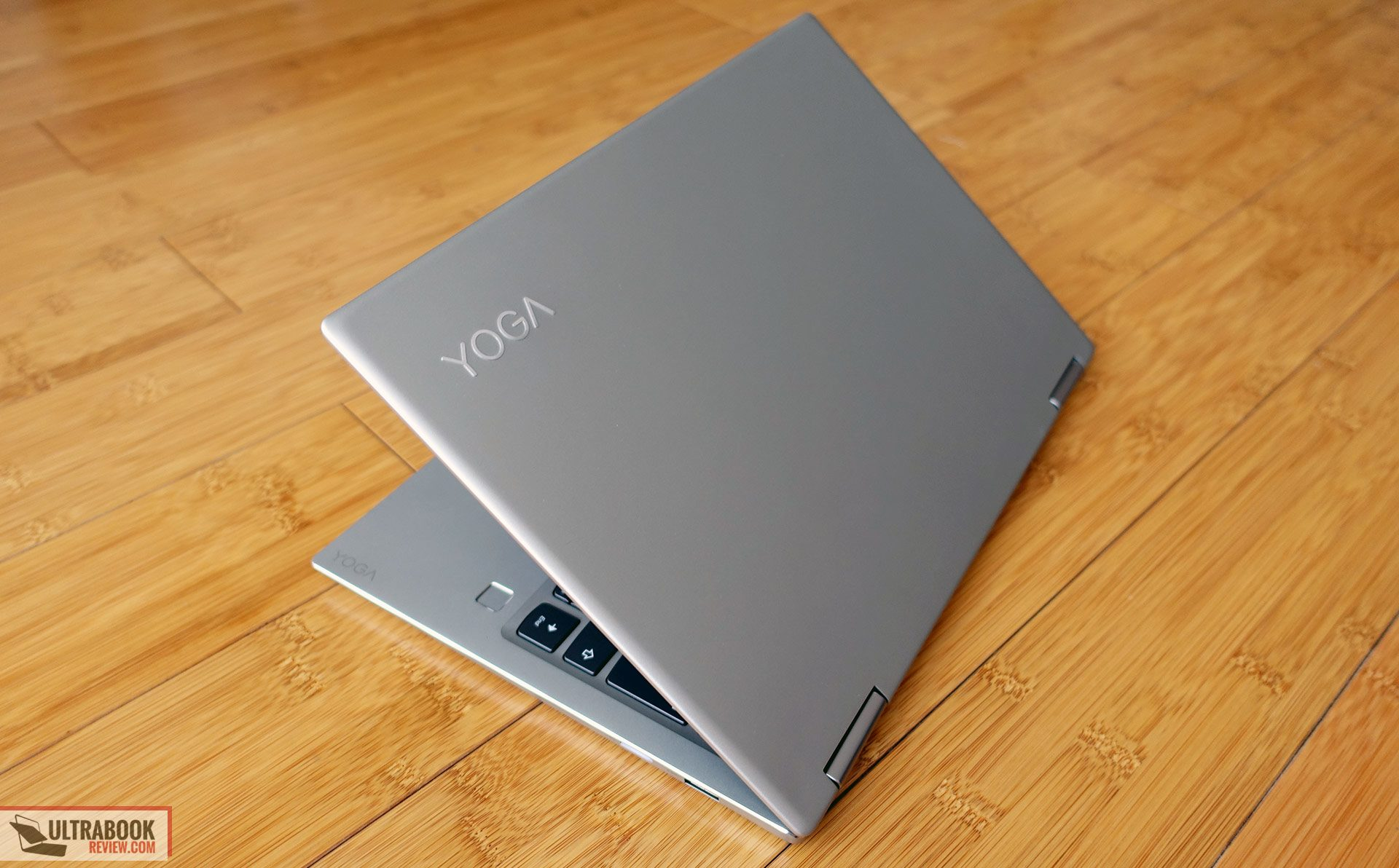 lenovo yoga 720 13 inch review compact and well priced 2 in 1 convertible. Black Bedroom Furniture Sets. Home Design Ideas