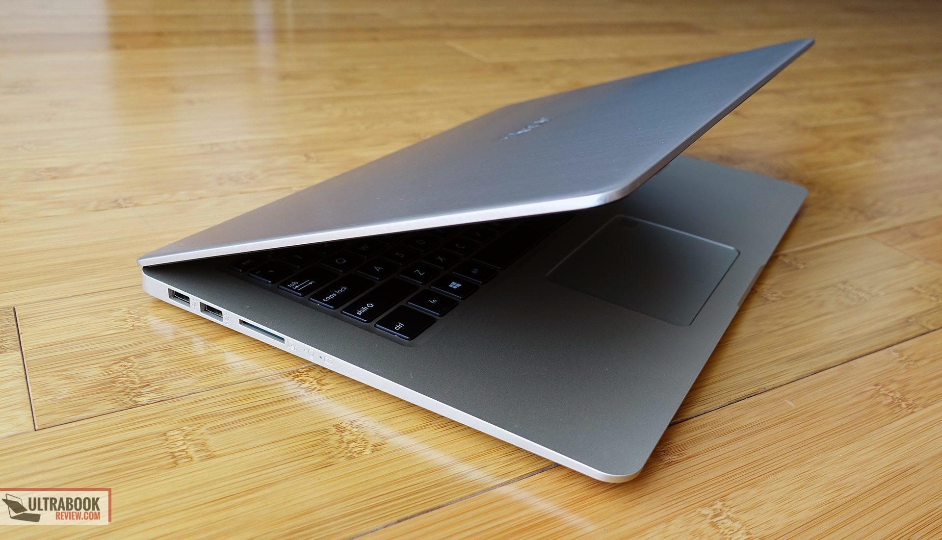 Asus VivoBook S15 S510 / F510 review - thin and light full