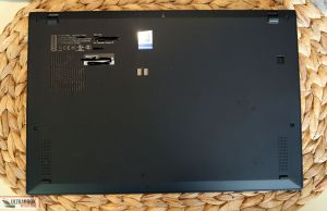 Lenovo ThinkPad X1 Carbon 7th - back
