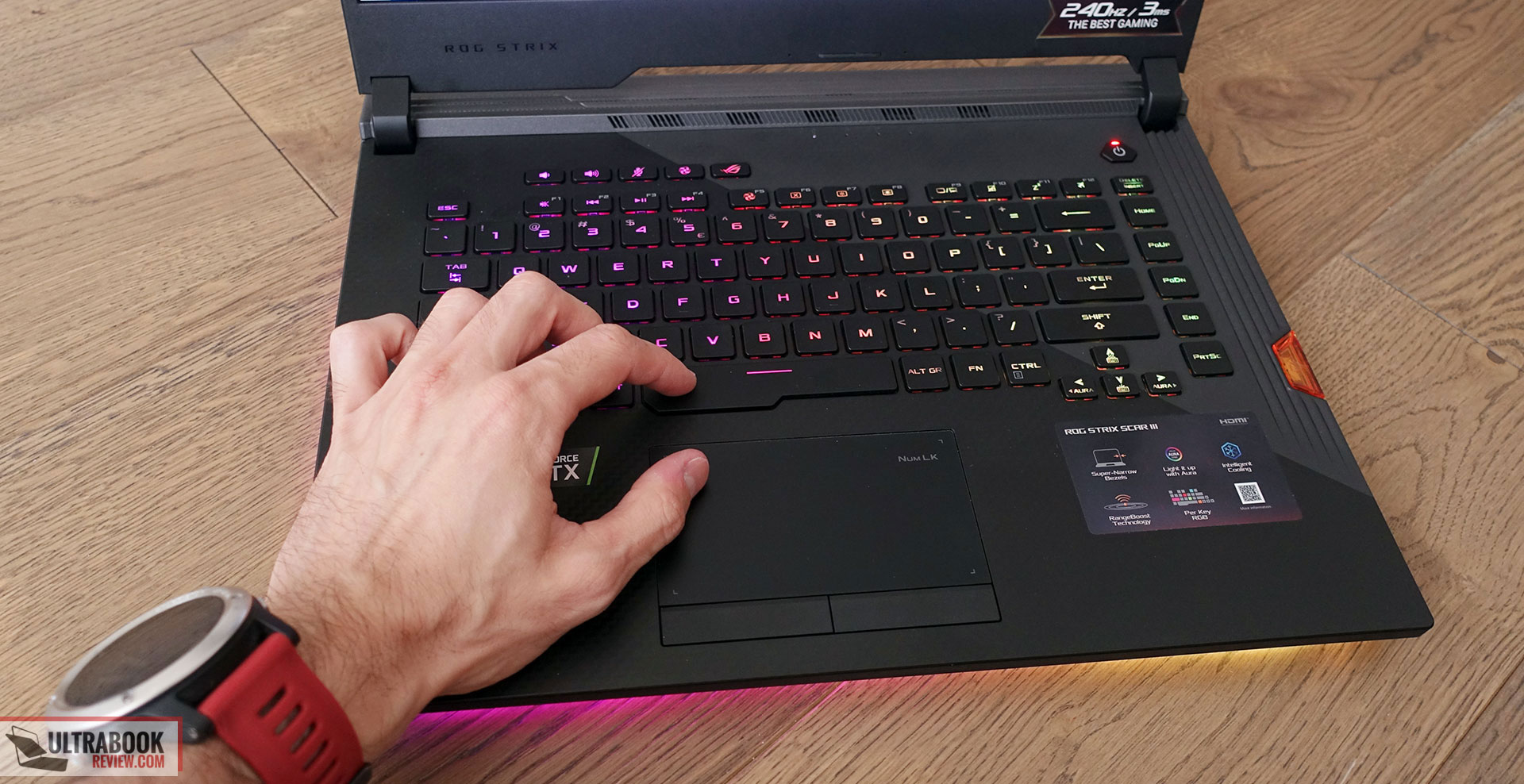 Asus ROG Strix Scar III G531GW keyboard and clickpad