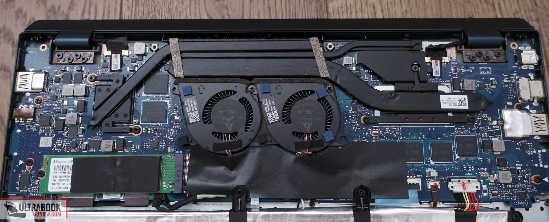 Asus ZenBook Duo UX481FL internals - thermal module and cooling