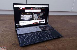 Asus ZenBook Duo UX481FL screenpad angle