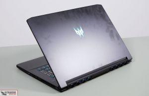 Acer Predator Triton 500 - exteriro, smudges
