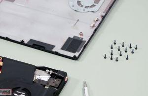 Asus Zephyrus M15 - screws