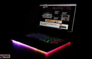 Asus ROG Strix SCAR 17 - light strip
