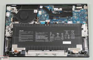 Asus ZenBook 14 UM425IA internals and dissasembly