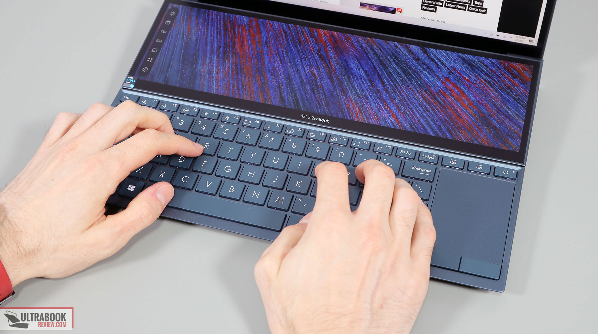 Asus ZenBook Duo 14 UX482 - typing position